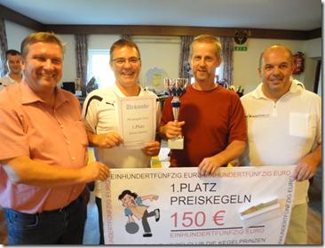 Bezirkssportreferent Bgm. Erwin Kastner, Josef Riegler, Sieger Preiskegeln 2012 Helmut Holzer und Wirt Rudolf Rechberger